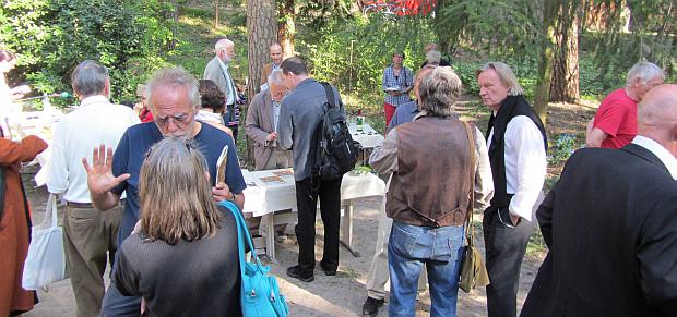 Buchverkauf und Gespräche nach der Veranstaltung