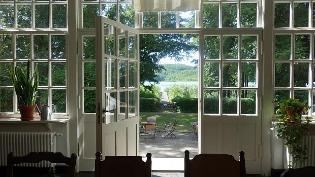 Im Garten des  Brecht-Weigel-Hauses gibt es dann Kaffee und Kuchen und viele Informationen.