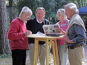 Manfred Butzmann, Ernst Volland, Marja und Bob Sondermeijer (Enkel Heartfields)