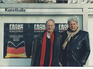 Das Foto ist während der Dreharbeiten 2007 vor der Kunsthalle in Tübingen entstanden. Foto ©Prof. Eberhard Görner