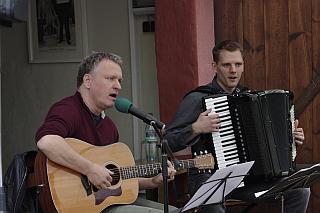 Die Grenzgänger: Michael Zachcial und Felix Kroll begeistern mit Liedtexten von Georg Herwegh, Foto Hans Bachinger