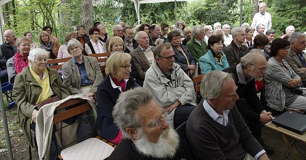 Fast 70 Gäste lauschen den Darbietungen. Foto Hans Bachinger