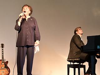 Ruth Hohmann begleitet von Lukas Natschinski, Foto©Felix Natschinski